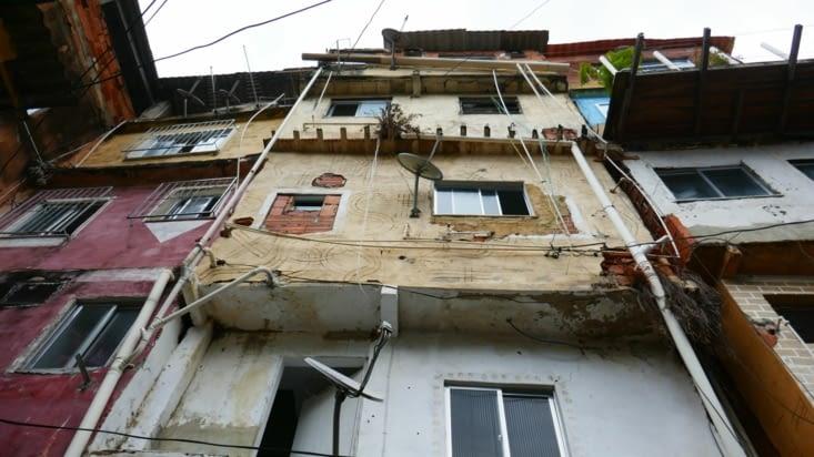 Bien entendu, le manque de place oblige à monter les habitations en hauteur