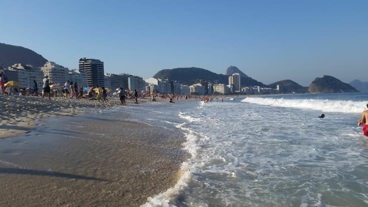 Il fait beau, la mer est belle, la plage sent bon le sable chaud: bref tout va très bien..