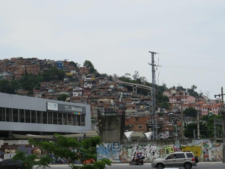 Les favelas près du stade