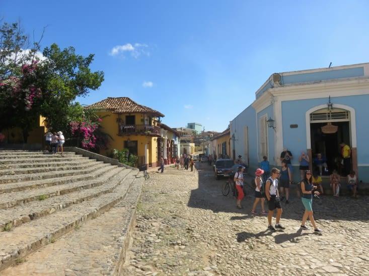 Une rue pavée de Trinidad