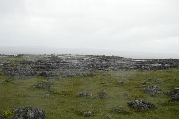 The Burren - les gouttes d'eau sur l'objectif sont d'origine