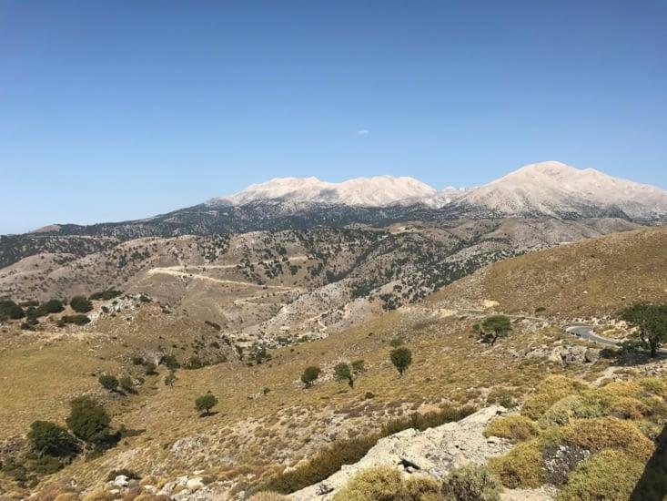 Paysage montagneux avant l'arrivée à Impros