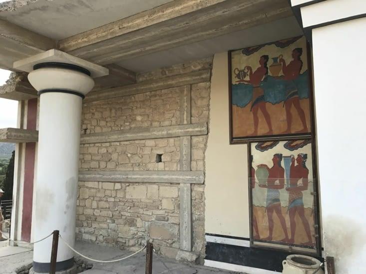 Fresque sur l'entrée sud du palais