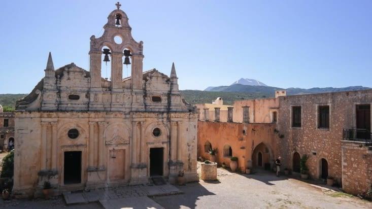 L'église du monastère, et sa cour intérieure