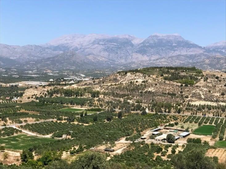 Vue des plaines de la Messara, avec le mont Psiloritis en fond