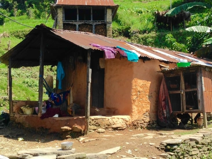Maison traditionnelle en pierres et terre sèche