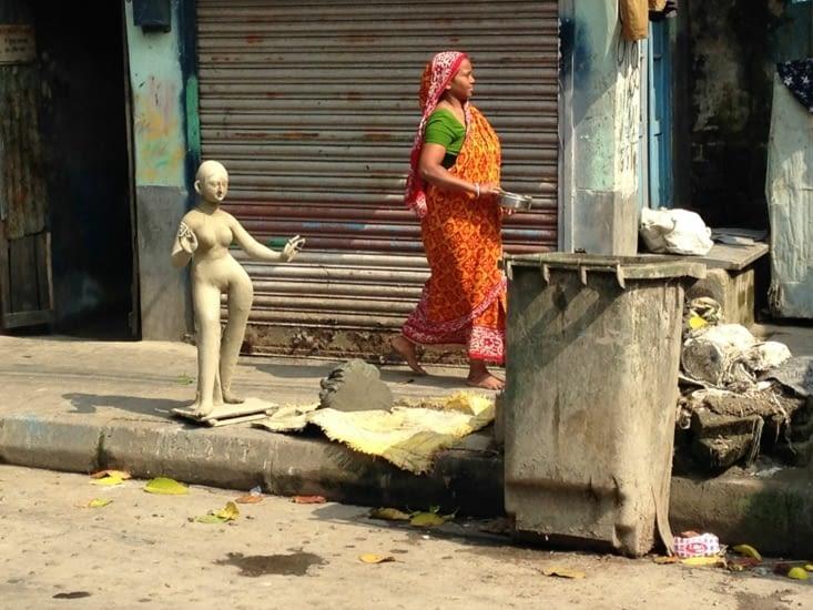 Sculpture de rue près du temple de Khalighat
