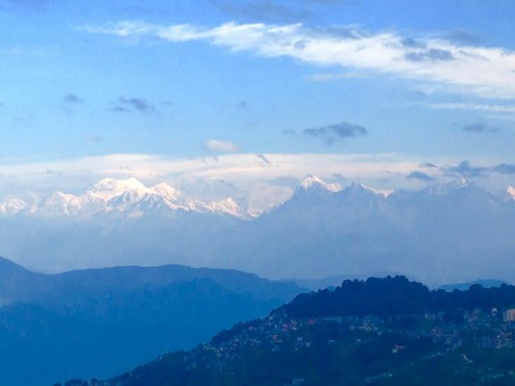 Vue matinale sur les contreforts himalayens