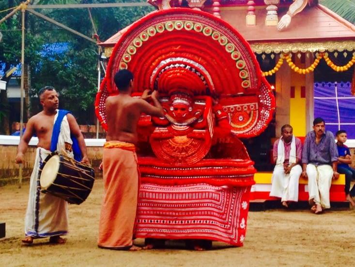 Le theyyam, cérémonie religieuse haute en couleurs