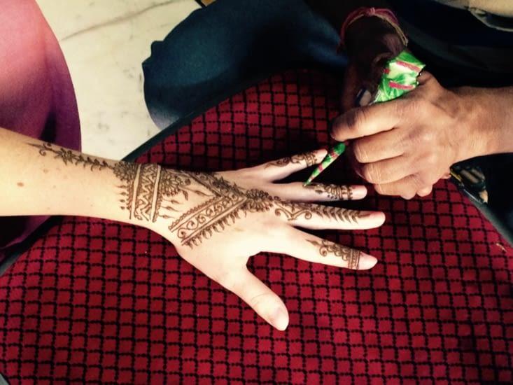 Le tatouage au henné : un rite incontournable