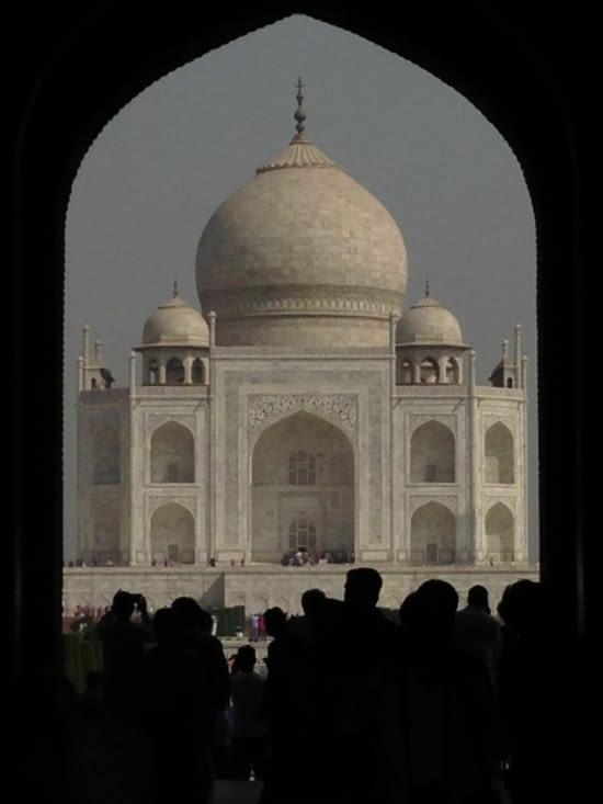 Sans oublier le Taj Mahal... avec plein de gens (soyons honnêtes !)