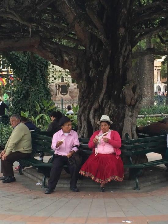 Couple équatorien en tenue locale