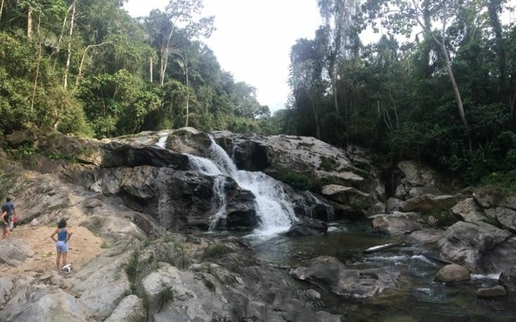 En pleine forêt tropicale, cascade du Rio Blanco