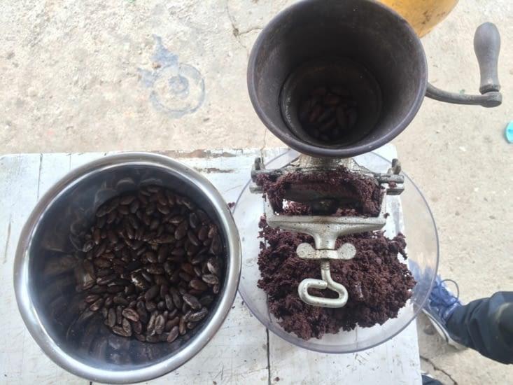 Transformation des graines de cacao en pâte de cacao pure