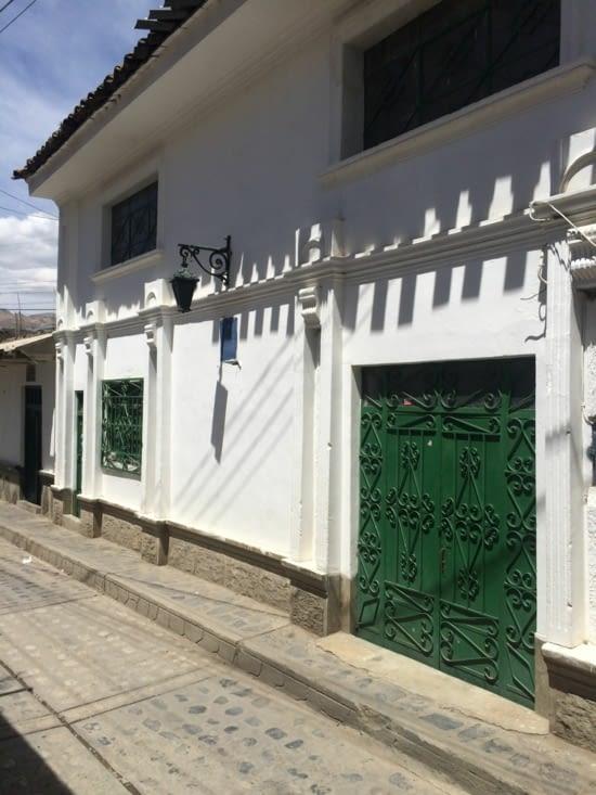 Seule rue rescapée du tremblement de terre à Huaraz