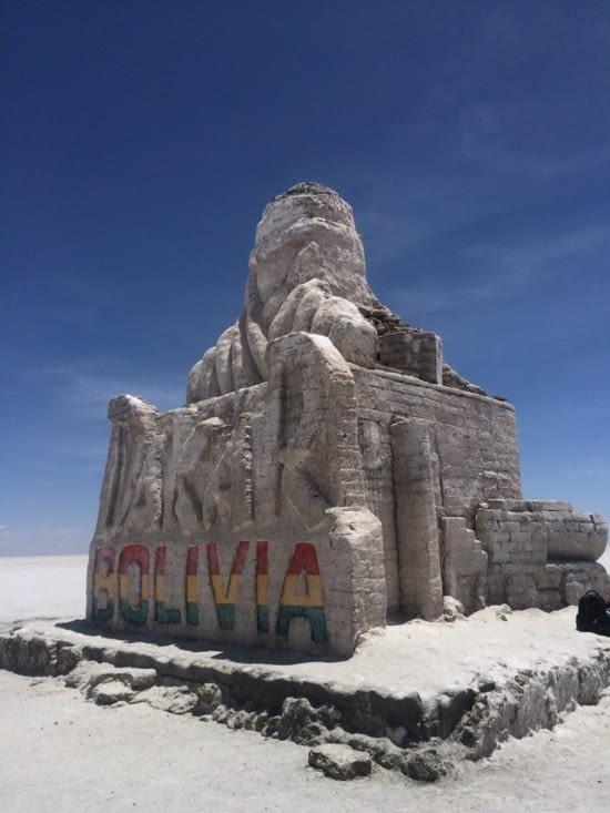 Le monument du Dakar en bloc de sel