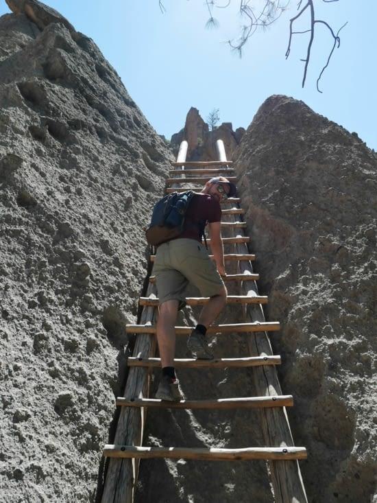 Il fallait grimper pour atteindre les cavités dans les falaises