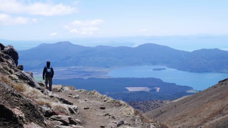 L'autre versant du volcan, avec le lac Taupo au fond