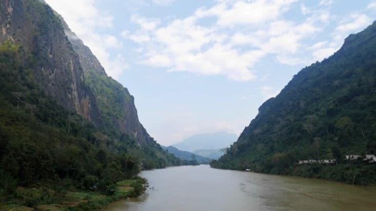 La majestueuse vallée qui entoure la rivière