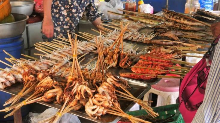 Un marché, rayon fruits de mer