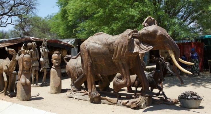 échantillons du savoir faire des sculpteurs Namibien