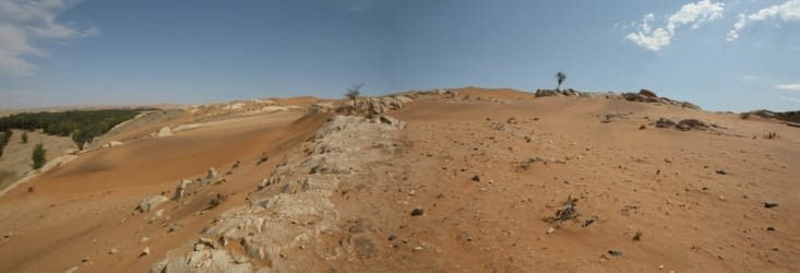 sable et poussière se déplacent, pas la roche.