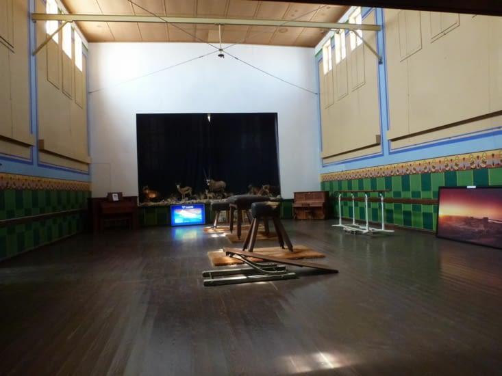 théâtre, gymnase, salle de danse et casino