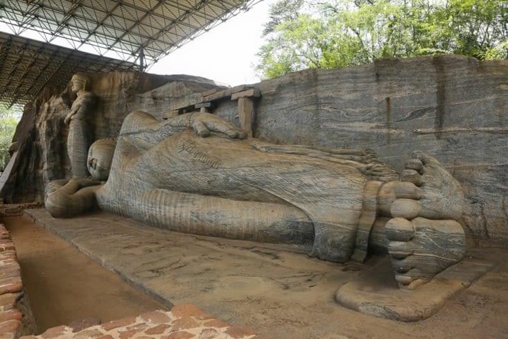 Le Bouddha couché; Couché parce que malade et à l'aube d'atteindre le nirvana.