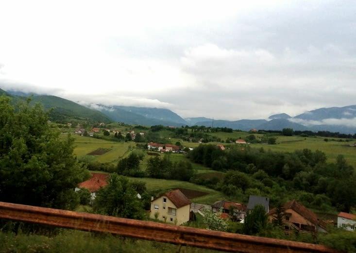 Des maisons dans les vallées