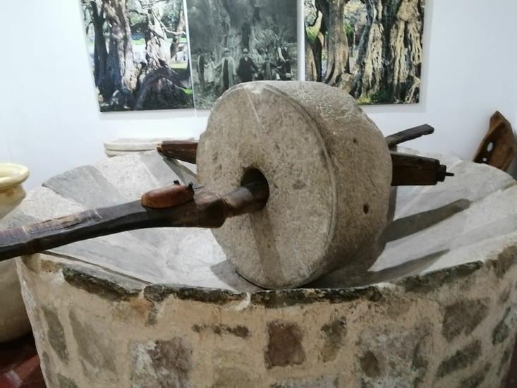 Les outils d'autrefois pour presser les olives