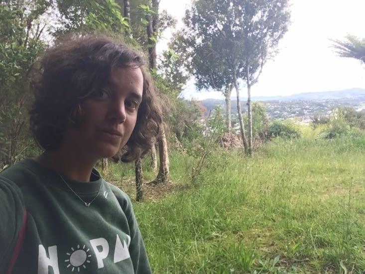 Selfie dans la forêt devant Whangarei