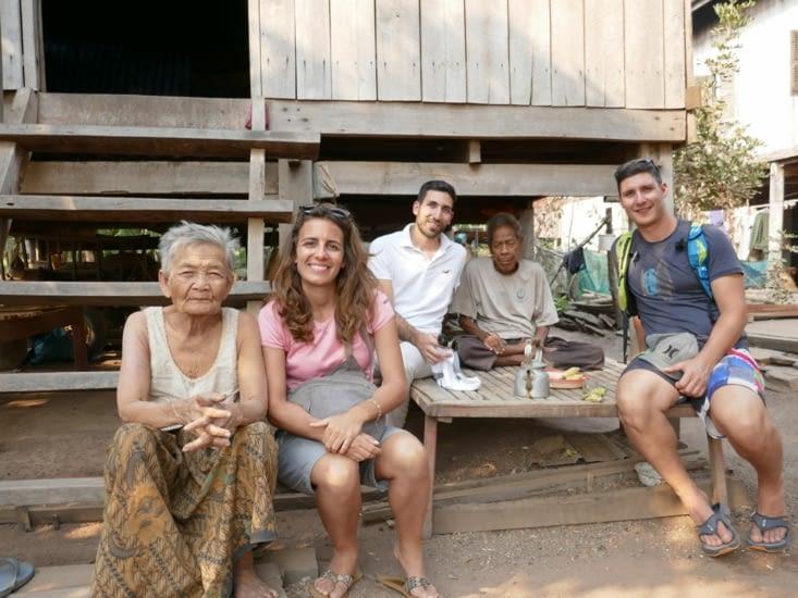 Pause thé avec les (vieux) Cambodgien