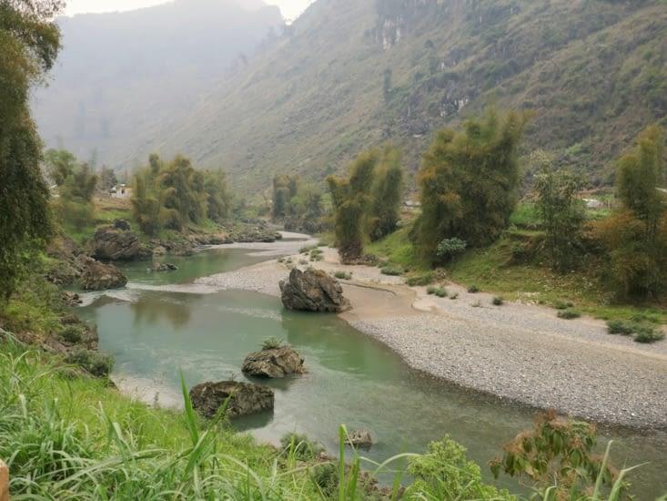 Le long de la riviere