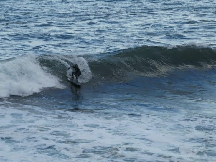 les surfeurs, en veux tu? en voilà!