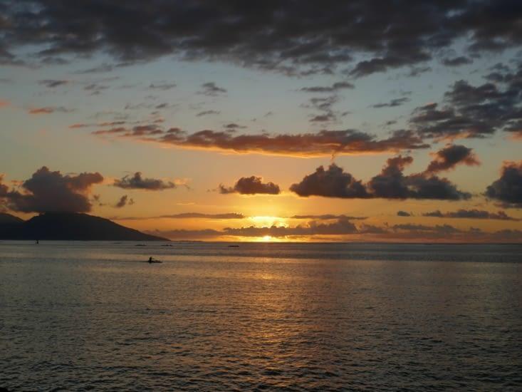 couché de soleil a Tahiti