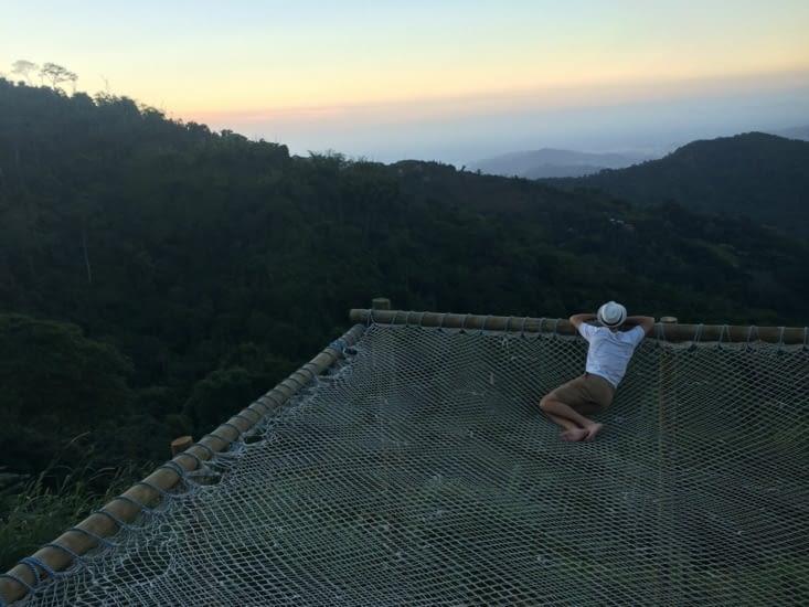 Moment de contemplation, suspendu au dessus du vide