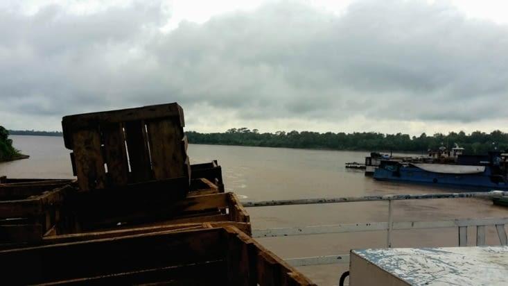 Le cargo et le fleuve