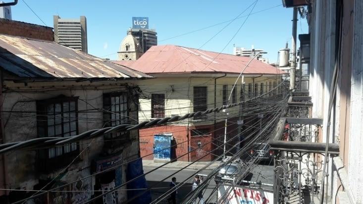 Les fils électriques à l'image de la ville