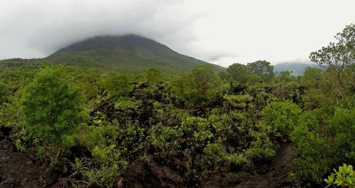 Le volcan Arenal sous ses airs de grand timide