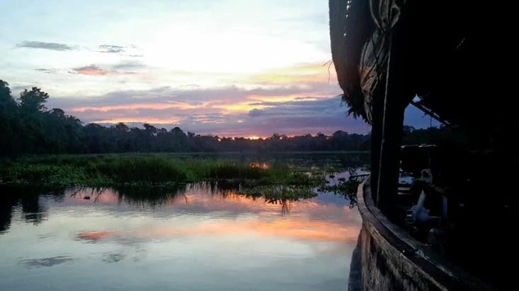 Pêche et camping sur le fleuve Amazone