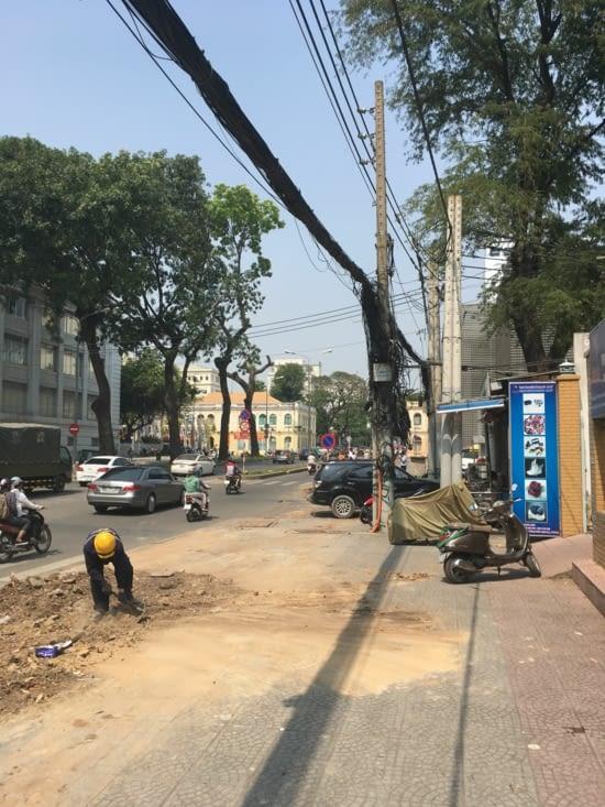 Comme Thaïlande et Cambodge les câbles électriques me laisse perplexe.