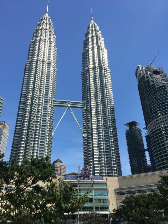 Emblème de la ville les deux tours construites par un producteur de pétrole.