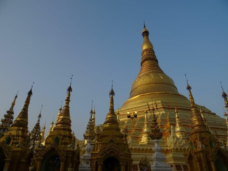 La pagode Shwedagon (la première d'une longue série)