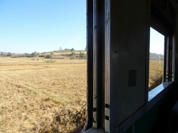 La campagne birmane, à bord de notre train