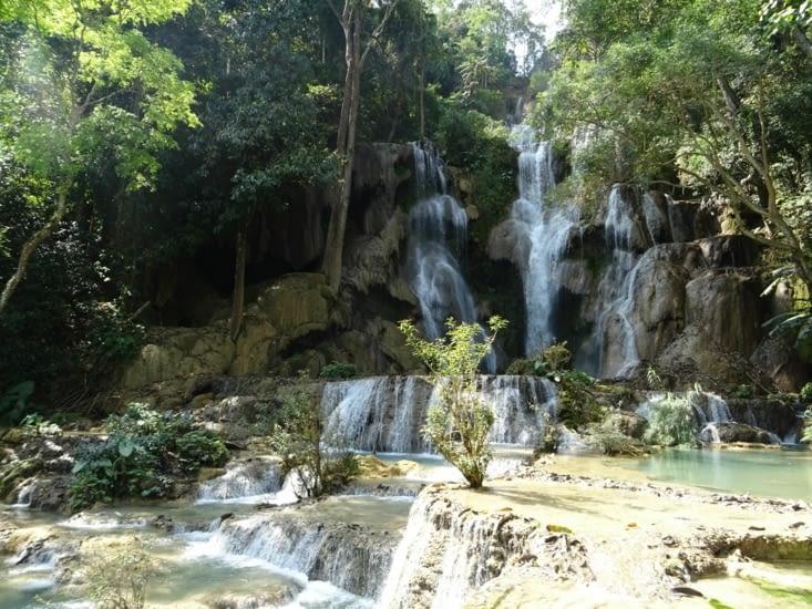 Cascade aux Khuang Si waterfalls