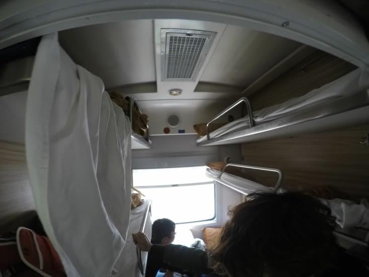 Voyage en lee-couchette (bien évidemment, on a les places du haut)