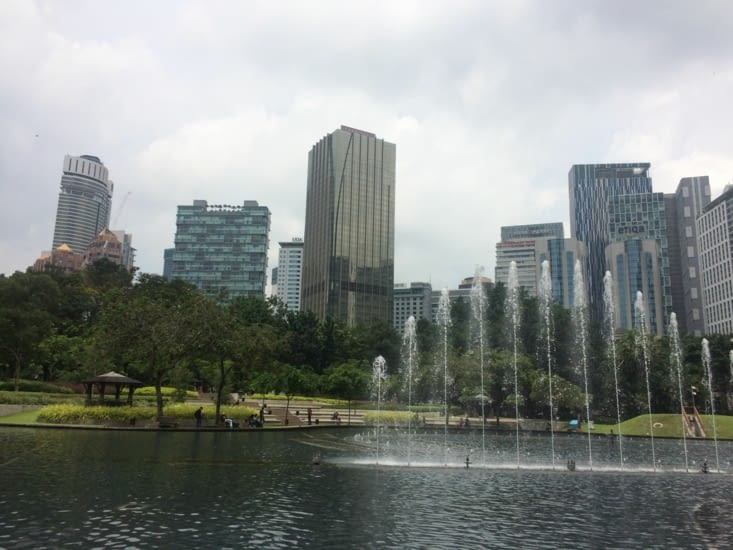 Le parc devant les tours Petronas