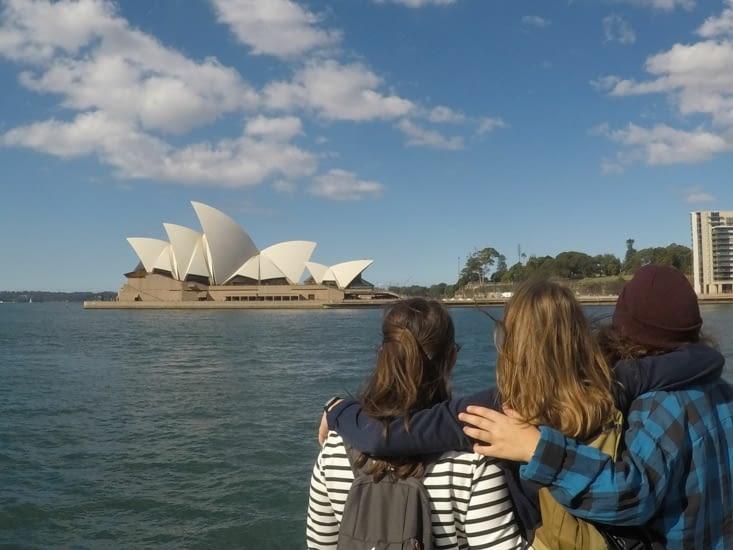 Les filles devant l'Opéra