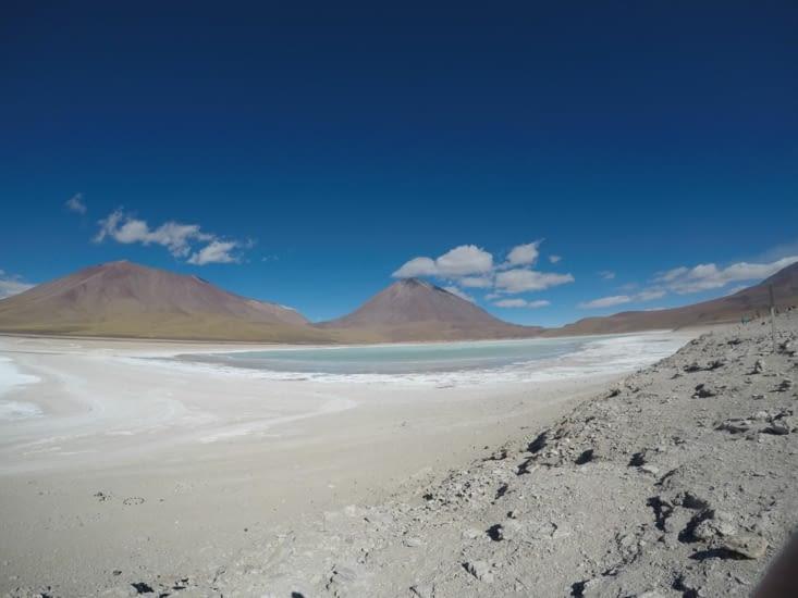 Laguna verde, et volcan Licancabur en arrière plan (côté bolivien, toujours 5900m)