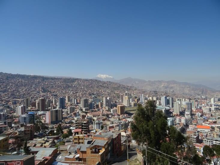 La Paz et son volcan qui la surplombe